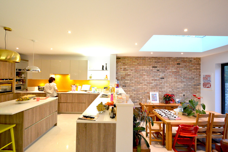 Grange Park, Enfield N21 | House extension:  Kitchen by GOAStudio | London residential architecture, Modern