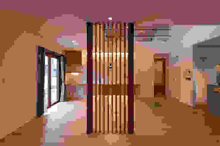 Hill-Top House (Renovation) モダンデザインの リビング の Sakurayama-Architect-Design モダン