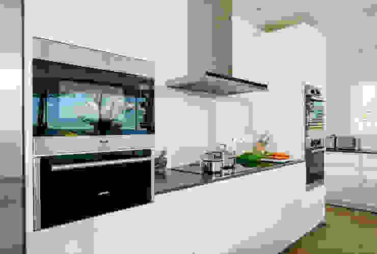 Ednovean House, Perranuthnoe   Cornwall Modern Kitchen by Perfect Stays Modern