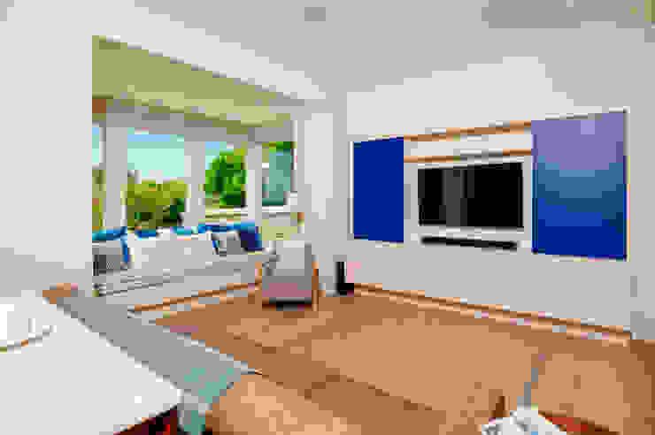 Ednovean House, Perranuthnoe   Cornwall Modern Living Room by Perfect Stays Modern