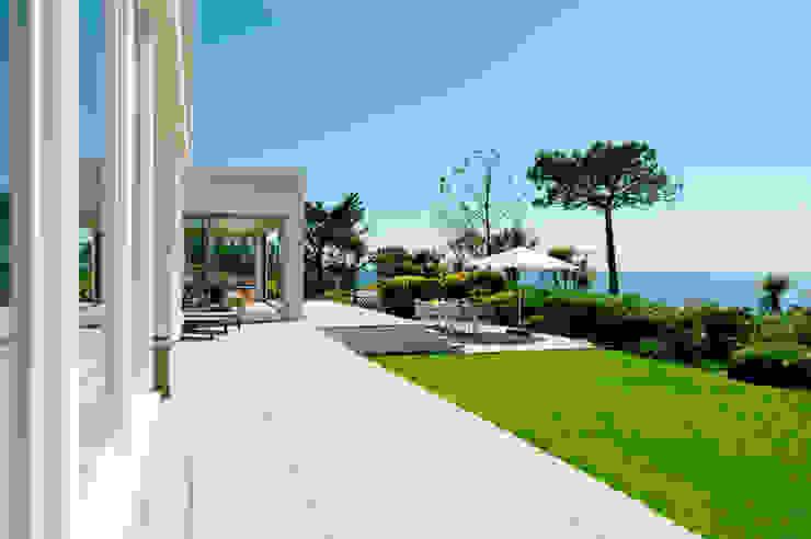 Ednovean House, Perranuthnoe   Cornwall Modern Garden by Perfect Stays Modern