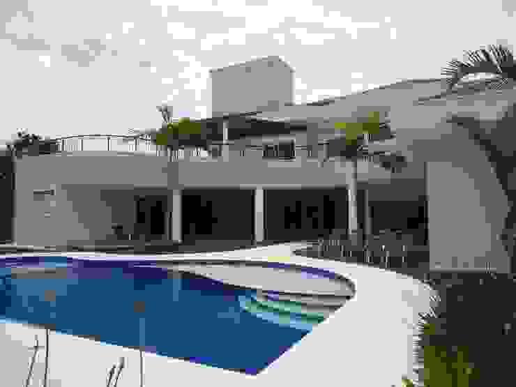 Maisons modernes par Arquidecor Projetos Moderne