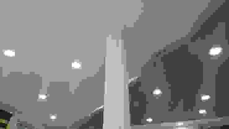 trabajos Pasillos, vestíbulos y escaleras de estilo clásico de Stilo y diseño Clásico