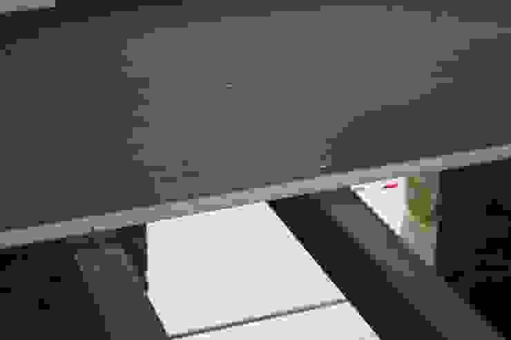 Entreplantas aligeradas de panelestudio.com panelestudio Paredes y pisos de estilo moderno