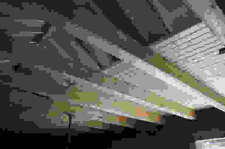 Entreplantas aligeradas de panelestudio.com panelestudio Paredes y pisos de estilo mediterráneo