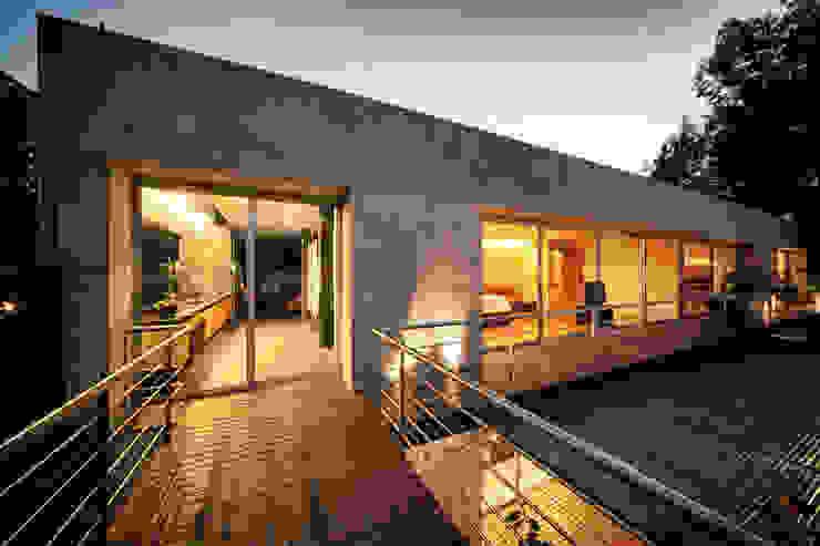 Casa Galeana Balcones y terrazas minimalistas de grupoarquitectura Minimalista