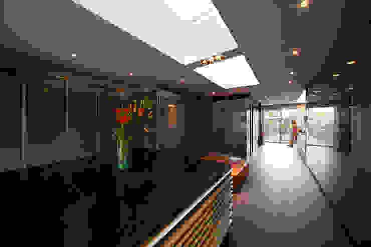 grupoarquitectura Minimalist style dressing rooms