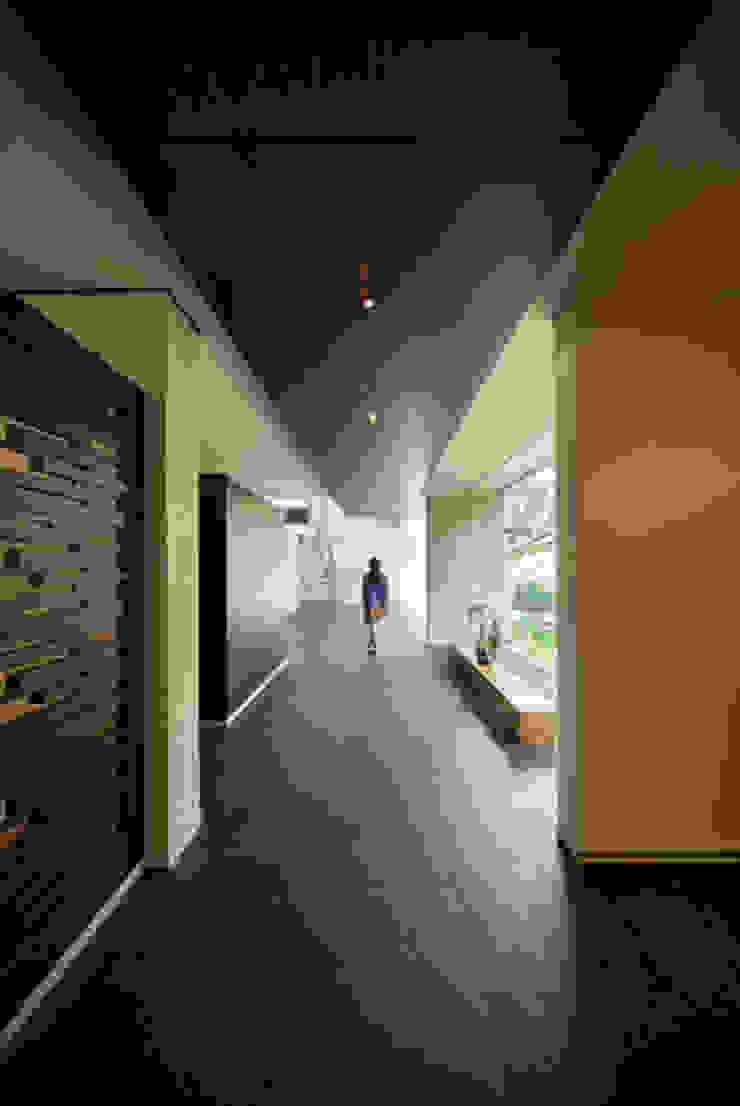 grupoarquitectura Minimalist corridor, hallway & stairs