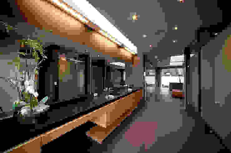 grupoarquitectura Minimalist style bathrooms