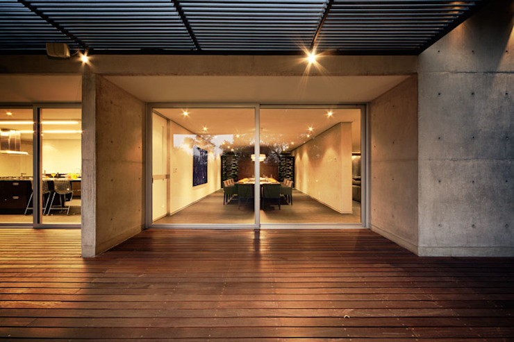 Casa Galean Comedores minimalistas de grupoarquitectura Minimalista