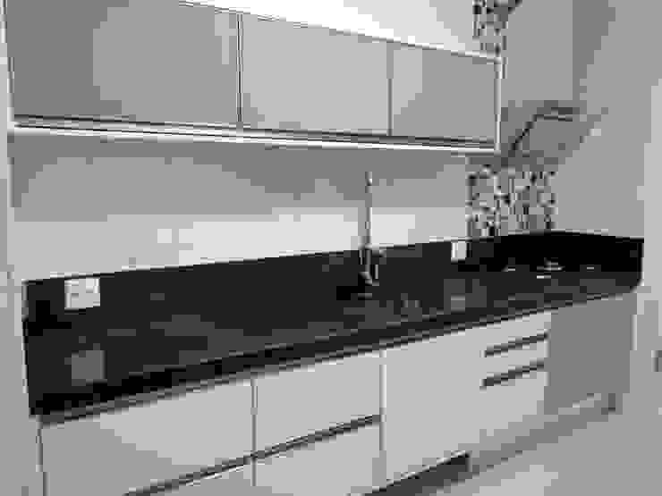Modern kitchen by MC3 Arquitetura . Paisagismo . Interiores Modern
