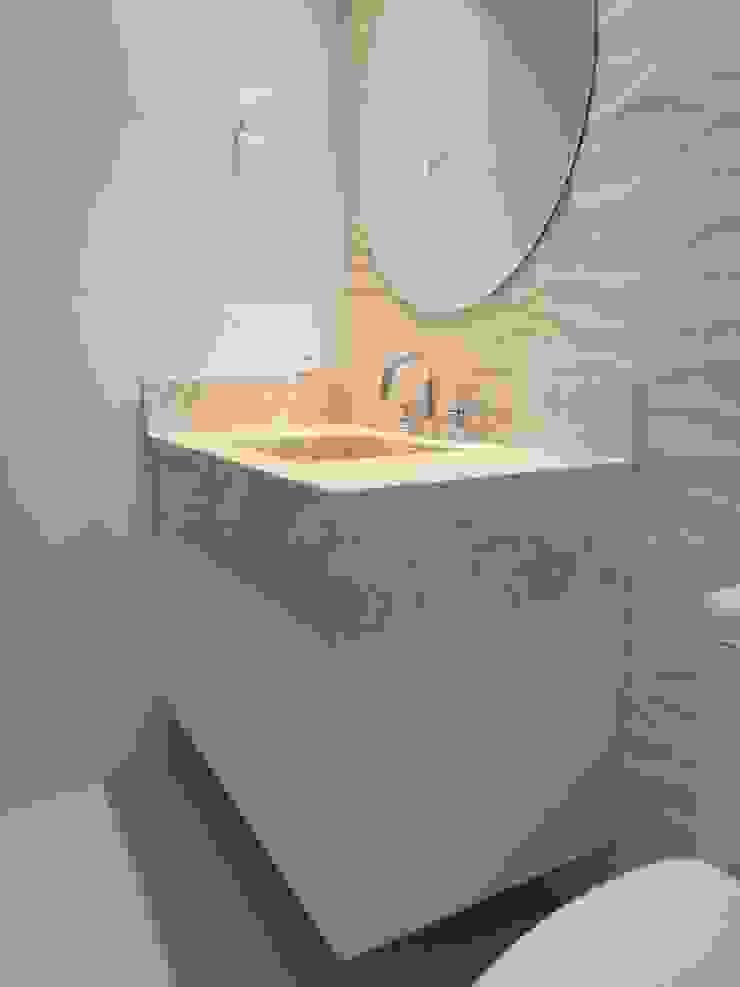 Modern bathroom by MC3 Arquitetura . Paisagismo . Interiores Modern
