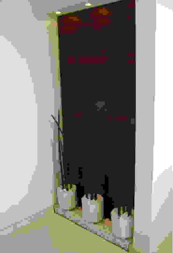 Modern corridor, hallway & stairs by MC3 Arquitetura . Paisagismo . Interiores Modern