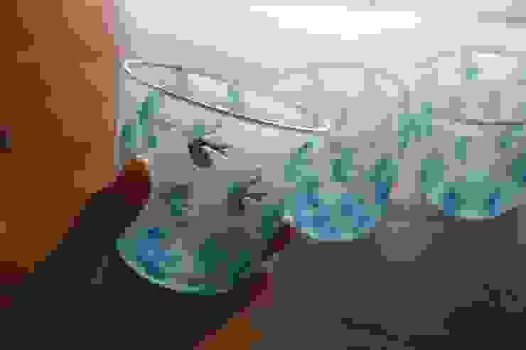 鳥模様のグラス: Glass studio nanahoshiが手掛けた折衷的なです。,オリジナル ガラス