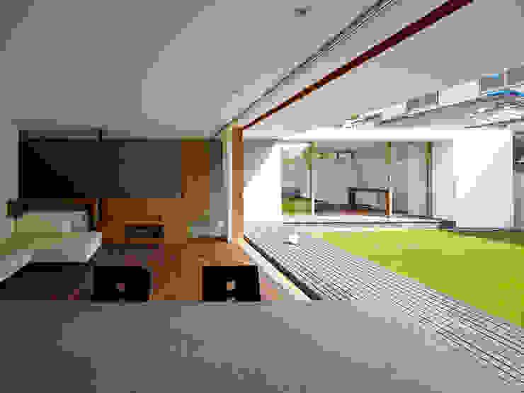 高林東町の家: 小野里信建築アトリエが手掛けたリビングです。,モダン
