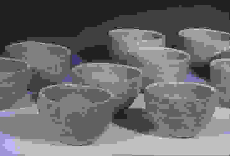 テーブルの上の優しい器: ceramica yyttが手掛けた現代のです。,モダン 陶器