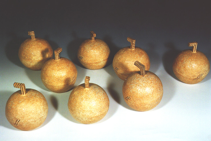 テーブルの上のりんご-1: ceramica yyttが手掛けた現代のです。,モダン 陶器