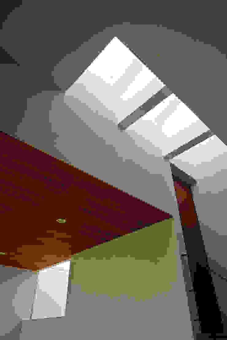 小野里信建築アトリエ Ingresso, Corridoio & Scale in stile moderno