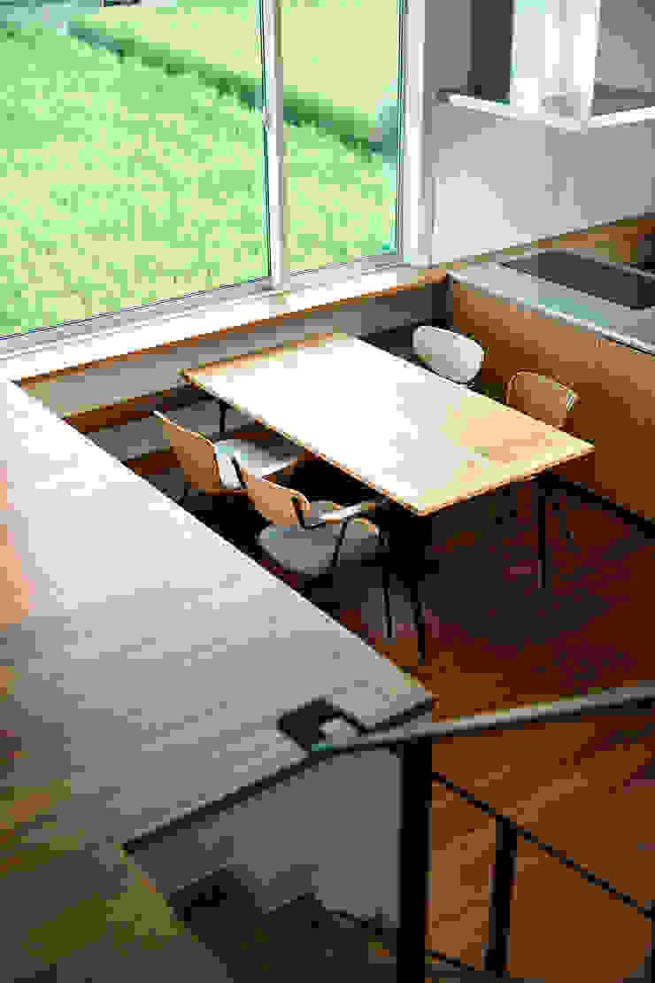 小野里信建築アトリエ Sala da pranzo moderna