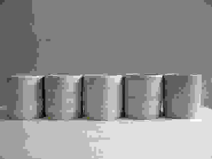 ピンストライプ: ceramica yyttが手掛けた現代のです。,モダン 陶器