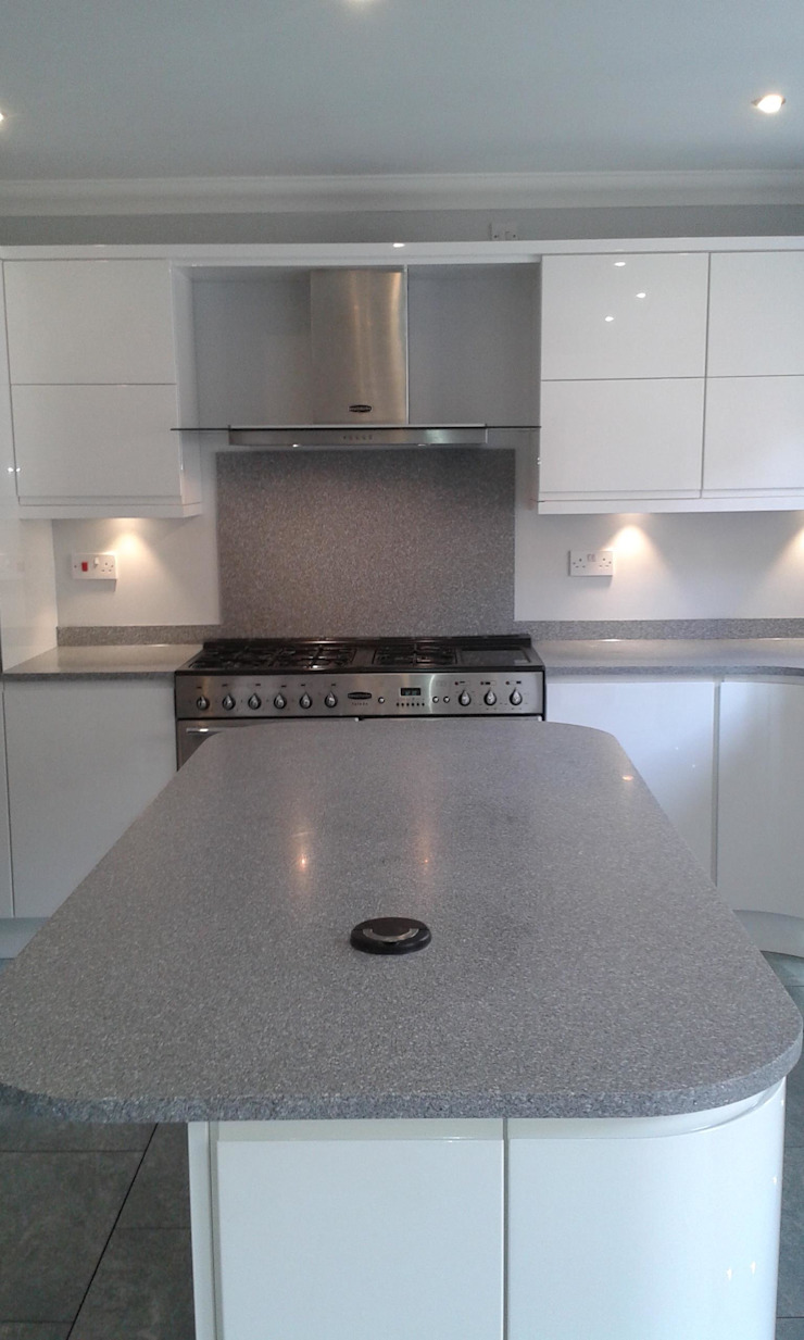 White Gloss with Minerva, Landare, Aberdare Modern kitchen by Hitchings & Thomas Ltd Modern