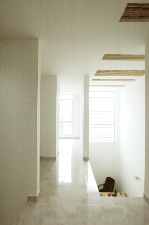 28 Townhouse. Pasillos, vestíbulos y escaleras de estilo clásico de Oficina Suramericana De Arquitectura Clásico