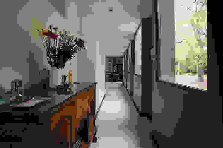 mercedes klappenbach Modern Corridor, Hallway and Staircase Grey