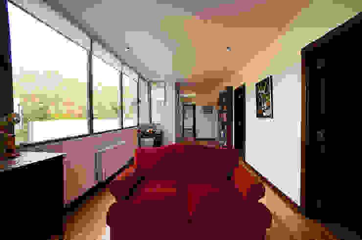 mercedes klappenbach Modern Corridor, Hallway and Staircase