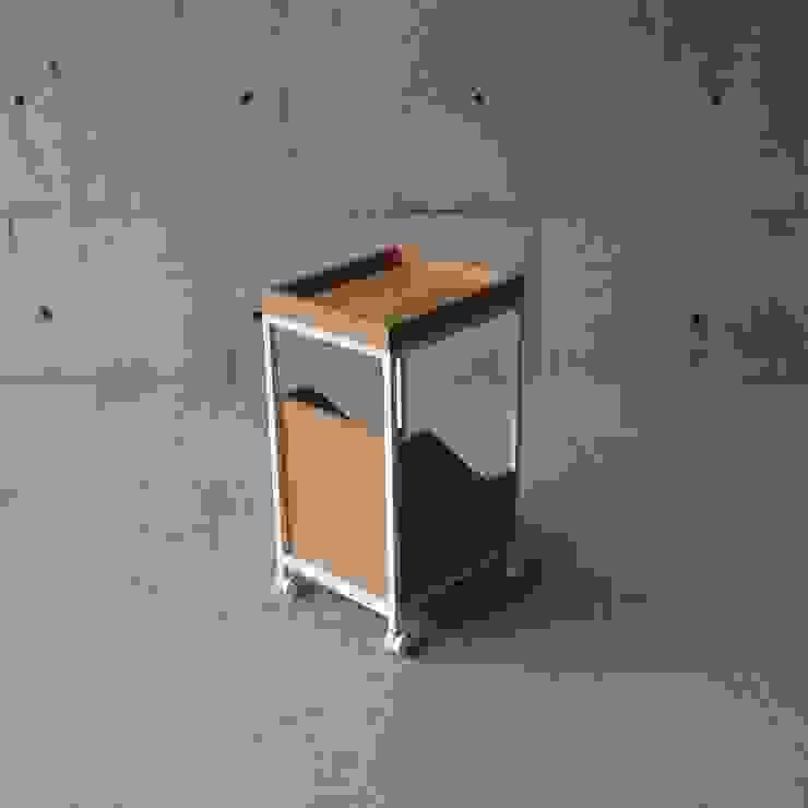 XS – Wagon od abode Co., Ltd. Minimalistyczny