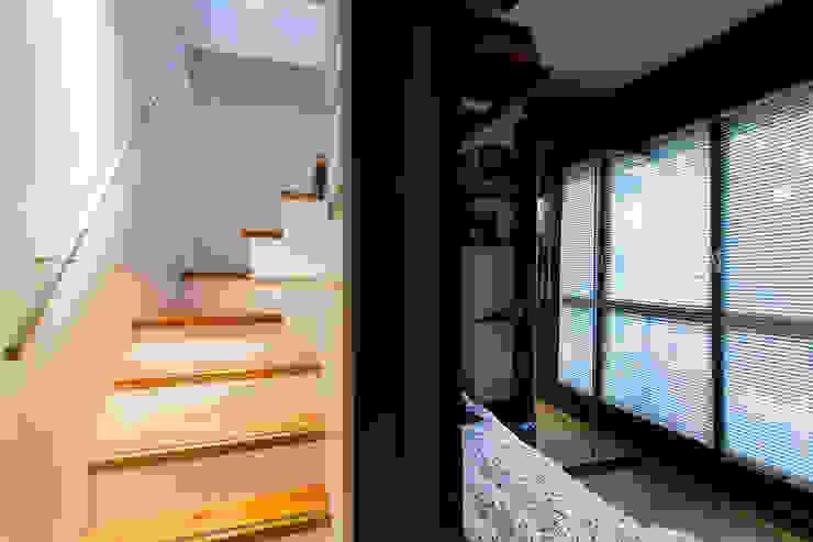 Fabio Carria Hành lang, sảnh & cầu thang phong cách hiện đại Black