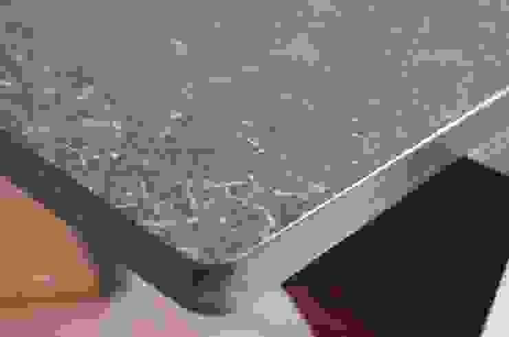 DENIM – Side Table: abode Co., Ltd.が手掛けたミニマリストです。,ミニマル