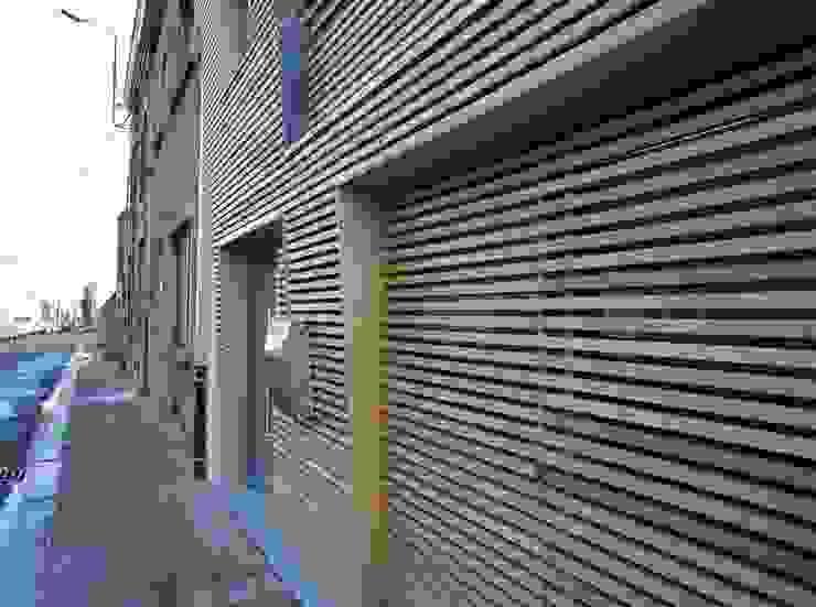 Casas modernas de Bureau d'Architectes Desmedt Purnelle Moderno Madera Acabado en madera