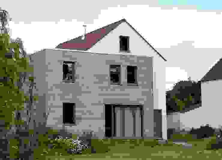 Дома в стиле модерн от Bureau d'Architectes Desmedt Purnelle Модерн Дерево Эффект древесины