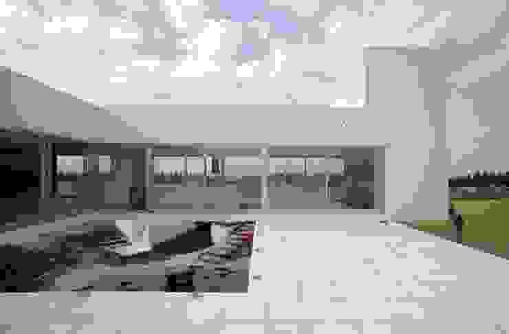 โดย Estudio Arquitecta Mariel Suarez มินิมัล
