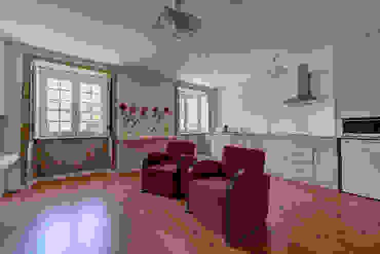 Reabilitação imóvel, Centro Histórico do Porto: Salas de estar  por Sandra Couto arquitectura