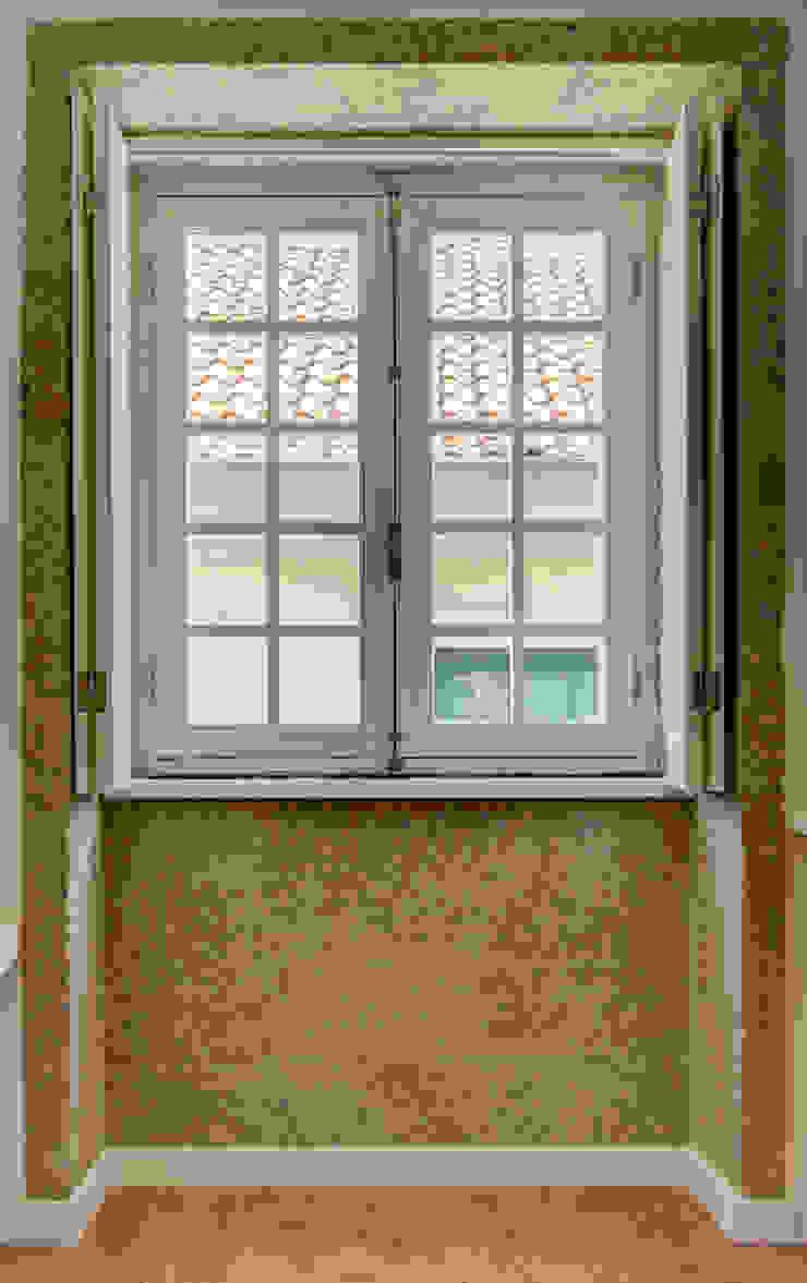 Reabilitação imóvel, Centro Histórico do Porto Janelas e portas modernas por Sandra Couto arquitectura Moderno