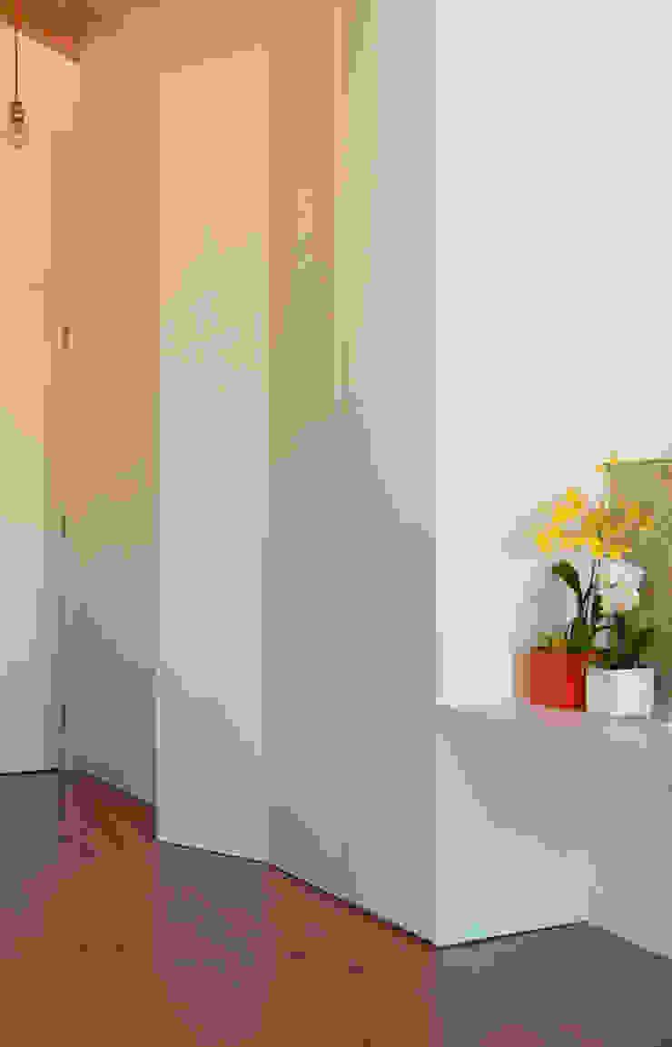 Reabilitação imóvel, Centro Histórico do Porto Closets modernos por Sandra Couto arquitectura Moderno