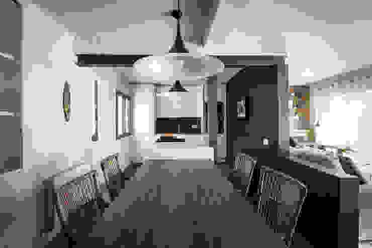 Un piso, dos ambientes Comedores de estilo ecléctico de Adela Cabré Ecléctico