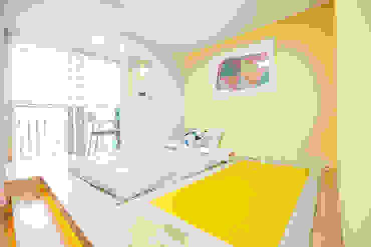 개성있는 침실이 있는 왕십리 인테리어 모던스타일 침실 by 퍼스트애비뉴 모던