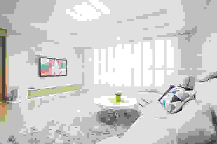 现代客厅設計點子、靈感 & 圖片 根據 퍼스트애비뉴 現代風