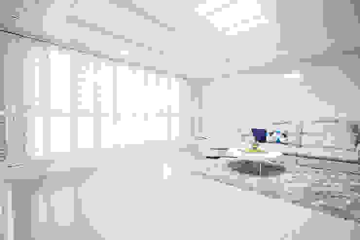 개성있는 침실이 있는 왕십리 인테리어 모던스타일 거실 by 퍼스트애비뉴 모던