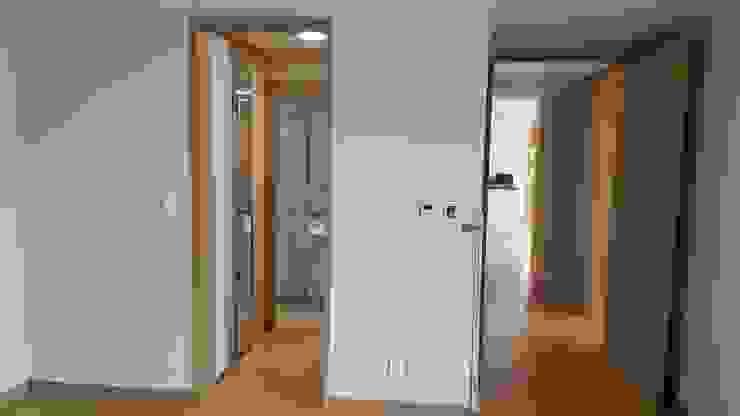 개성있는 침실이 있는 왕십리 인테리어: 퍼스트애비뉴의 현대 ,모던