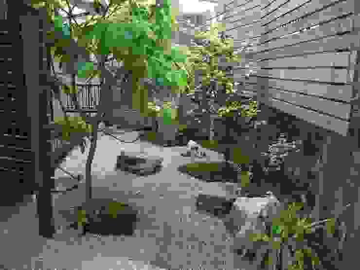 庭園空間ラボ teienkuukan Labo Giardino in stile asiatico