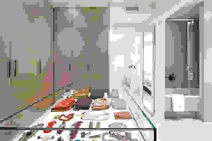 Mediterranean style dressing room by Molins Design Mediterranean