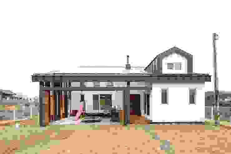 Moderne Häuser von 위드하임 Modern