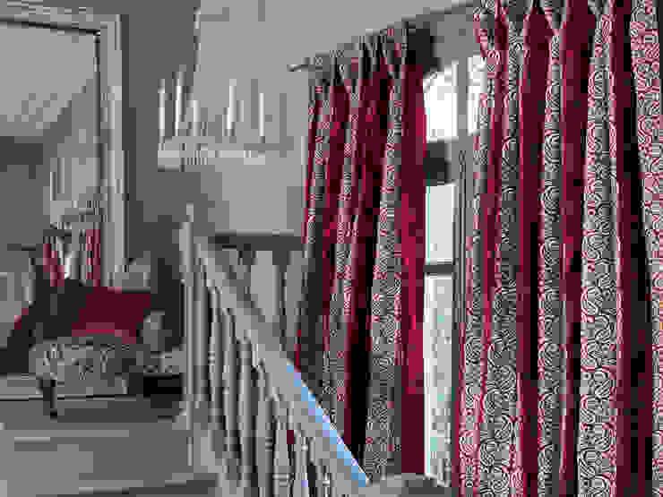 Vestíbulos, pasillos y escaleras de estilo  por Els Home
