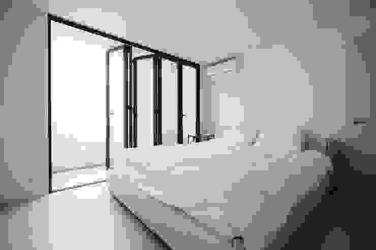 Projekty,  Sypialnia zaprojektowane przez 샐러드보울 디자인 스튜디오, Skandynawski