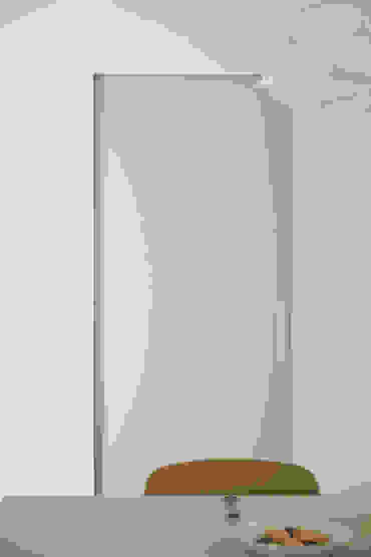 압구정 한양아파트 스칸디나비아 복도, 현관 & 계단 by 샐러드보울 디자인 스튜디오 북유럽