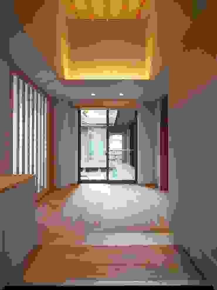自然の息吹を感じる家 モダンスタイルの 玄関&廊下&階段 の 株式会社蔵持ハウジング モダン