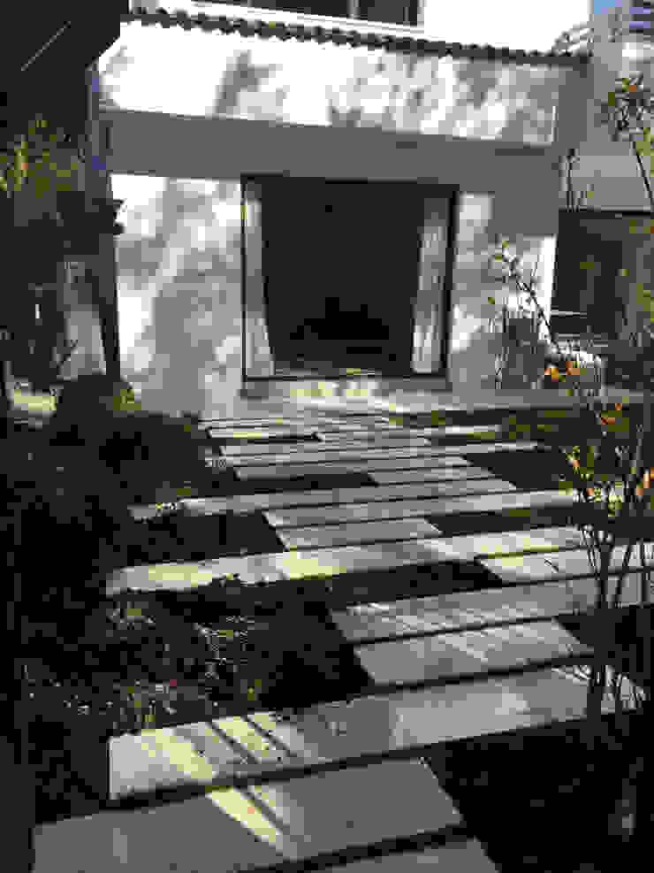 Paso losas Jardines de estilo moderno de Irati Proyectos Moderno